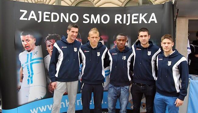 Rijeka se družila s navijačima u centru grada pred utakmicu s Hajdukom